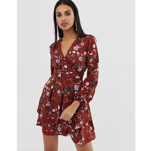 PrettyLittleThing v neck tiered tea dress in red floral - Brown